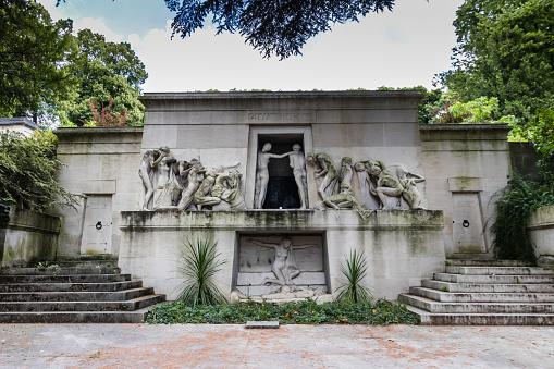 Monumen Terindah di Pemakaman Perè Lachaise